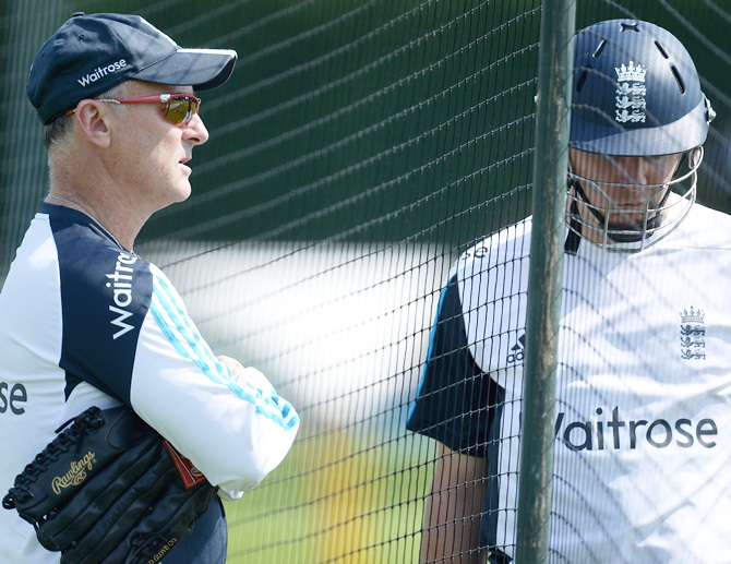 England batting coach Graham Thorpe speaks with Gary Ballance during a training session