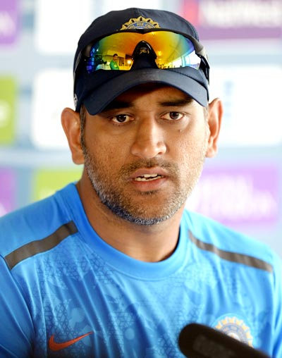 Dhoni slams ICC decision to fine Jadeja, asks BCCI to appeal