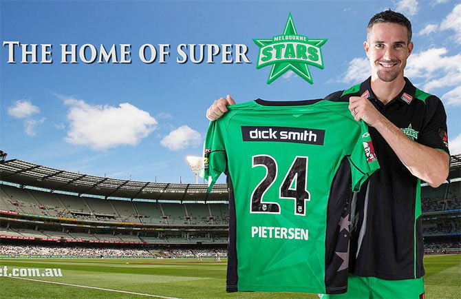 Kevin Pietersen poses with the Melbourne Stars jersey on Monday