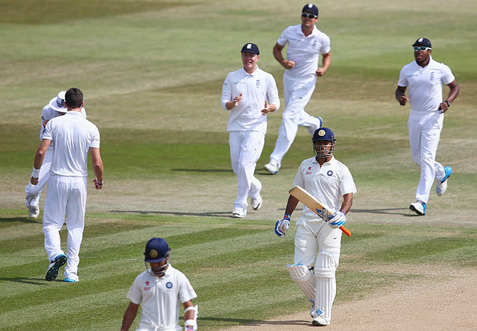 James Anderson (left) of England cerlebrates with teammates after dismissing Mahendra Singh Dhoni