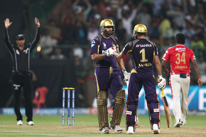 Kolkata's Yusuf Pathan and Manish Pandey during their
