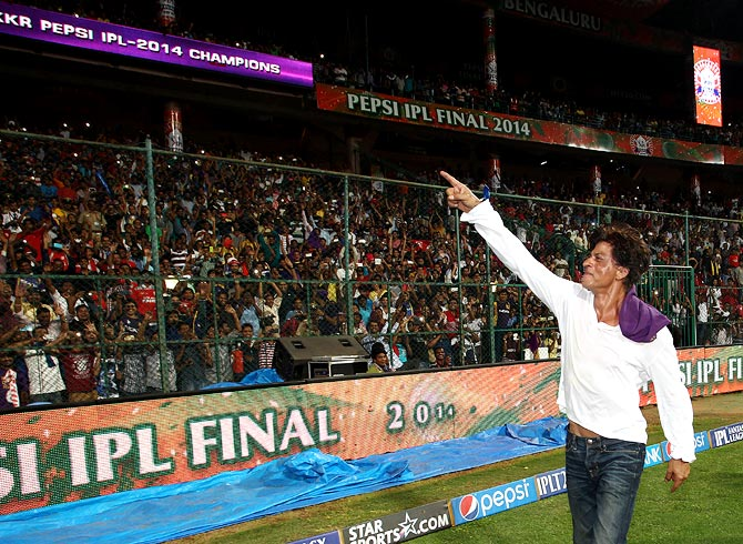 Shah Rukh Khan celebrates with the KKR fans