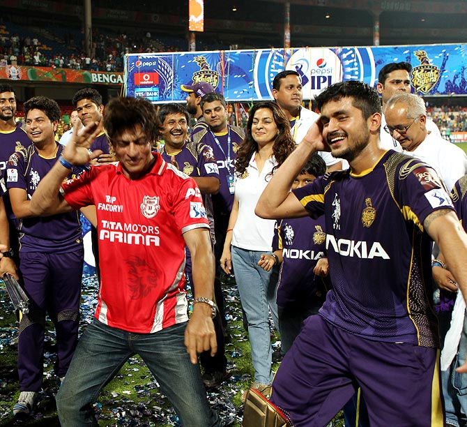 Shah Rukh Khan (left) shakes a leg with Manish Pandey