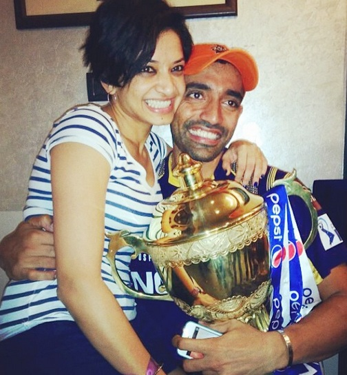 Robin Uthappa celebrates with his girlfriend