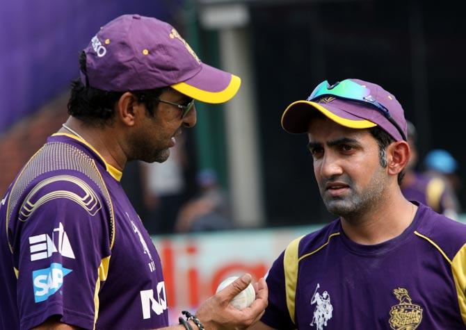 Wasim Akram (left) speaks to Gautam Gambhir