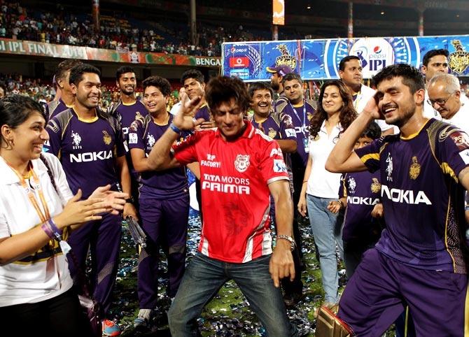 Shah Rukh Khan (centre) celebrates with Manish Pandey (right) after Kolkata Knight Riders won the IPL 7 final