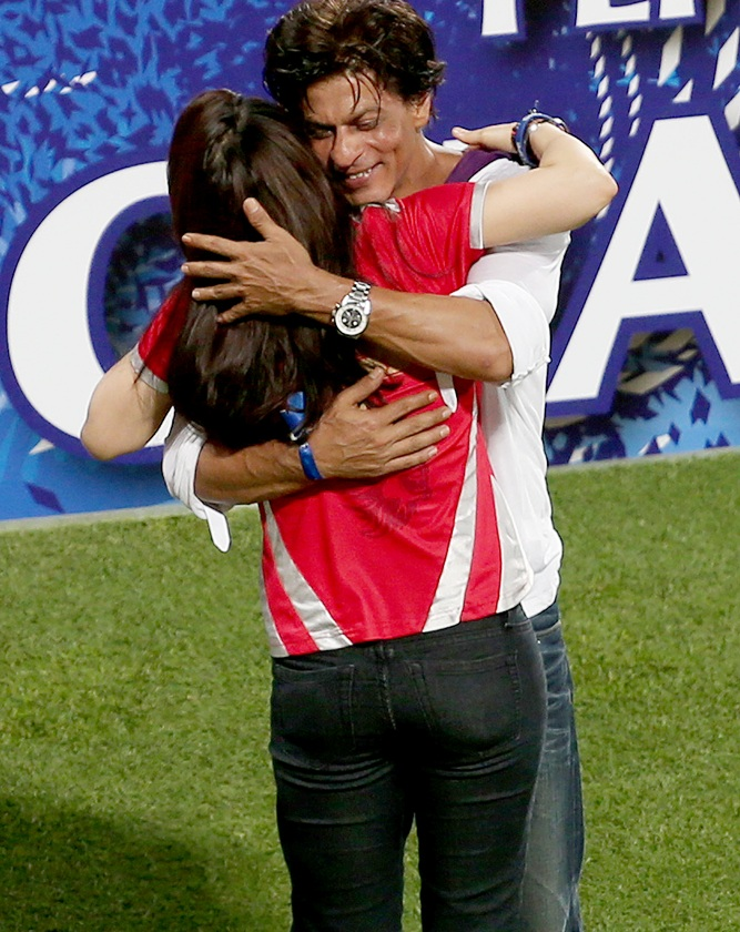 Shah Rukh Khan hugs Kings XI Punjab co-owner Preity Zinta after the IPL final.