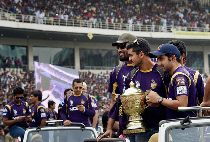 Earlier, the KKR cricketers on board eight open SUVs made a victory lap of the stadium amid confetti showers soon after the Chief Minister arrived.      While about 60,000 people managed to enter the stadium, thousands jostled at the surrounding Maidan areas to gain entry, which was free, but through complimentary passes issued by police stations in the metropolis and CAB affiliated clubs in the state.      Later, after SRK arrived at 4:00 pm, Banerjee, who rescheduled her visit to north Bengal to be present at the felicitation, asked policemen to let people in.      With no reception in Bengal being complete without sweets, a specially made giant sandesh weighing 40kg in a replica of Eden Gardens was placed with the Trophy. The cake was cut jointly by team co-owners Shah Rukh, Juhi Chawla and Jay Mehta along with skipper Gambhir and the chief minister.      Unlike the 2012 celebration after their maiden IPL triumph when team members were showered with gold, it was the Cricket Association of Bengal that jointly feted the IPL 7 champions.