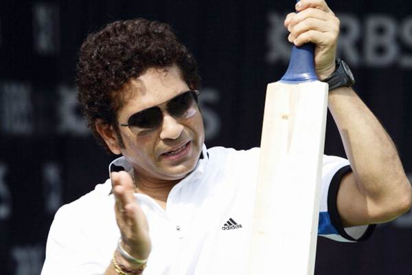 Tendulkar explains a point on batting at the coaching session.