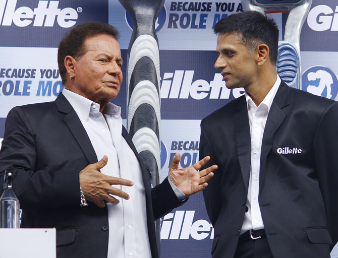 Rahul Dravid (right) speaks with Salim Khan, father of Bollywood superstar Salman Khan