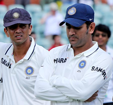 Rahul Dravid (left) and Mahendra Singh Dhoni