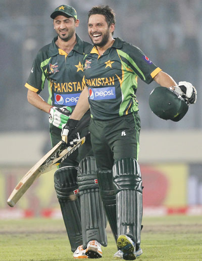 Shahid Afridi and Junaid Khan (left) celebrate after Pakistan won against India