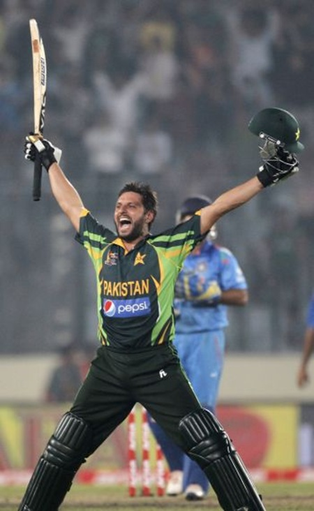 Pakistan's Shahid Afridi celebrates after clinching victory against India