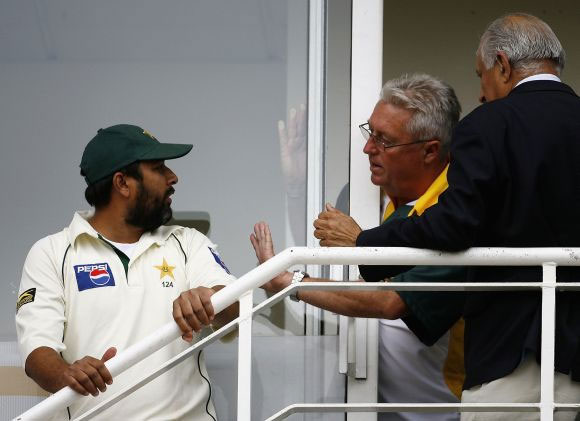 Inzamam-ul Haq with late coach Bob Woolmer; Shahryar Khan is on the right