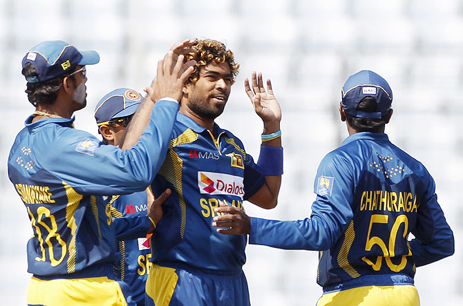 Sri Lanka's fielders congratulate Lasith Malinga, centre, after the dismissal of Pakistan's Sharjeel Khan during their 2014 Asia Cup final in Dhaka on Saturday.