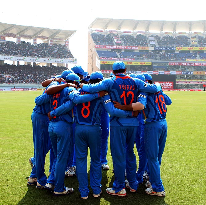 Indian cricket team form a huddle