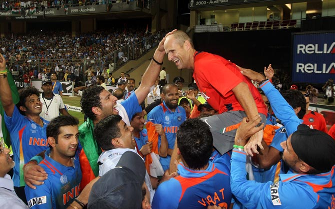 Gary Kirsten celebrates with the Indian team after winning the 2011 World Cup.