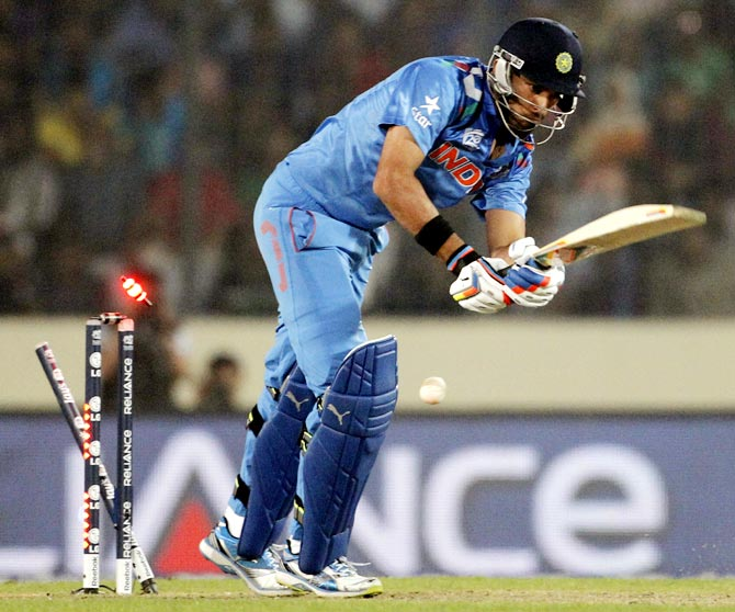 Yuvraj Singh is bowled by Bilawal Bhatti