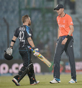 England captain Stuart Broad speaks with New Zealand captain Brendan McCullum as rain stops play on Saturday