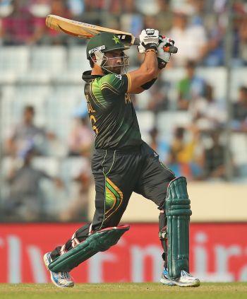 Akmal, spinners win it for Pakistan