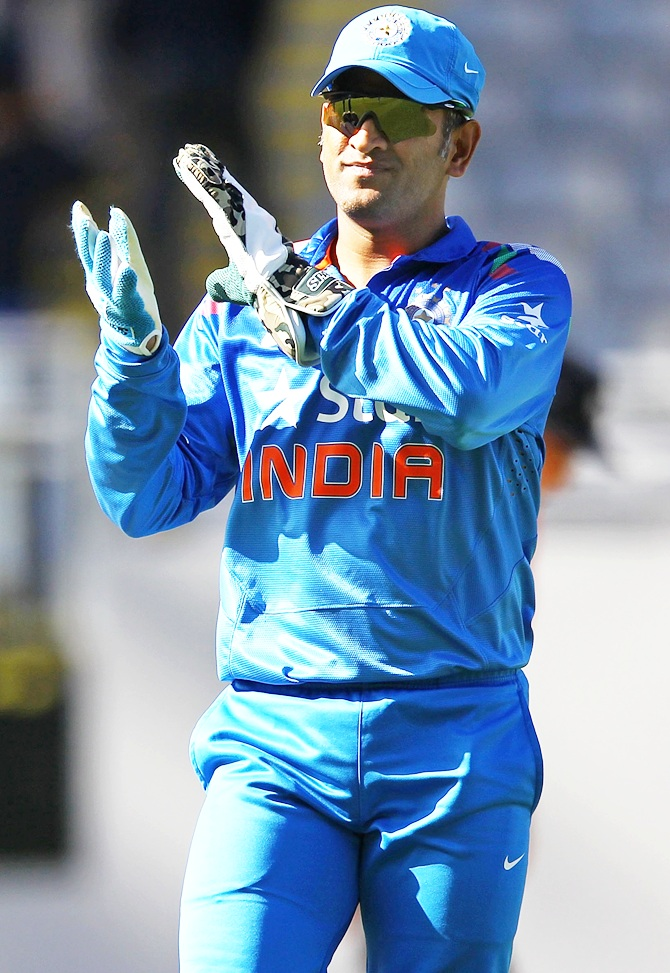 Mahendra Singh Dhoni acknowledges the applause from crowd