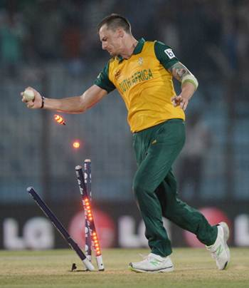 Dale Steyn Africa celebrates running out Ross Taylor off the last ball of the match