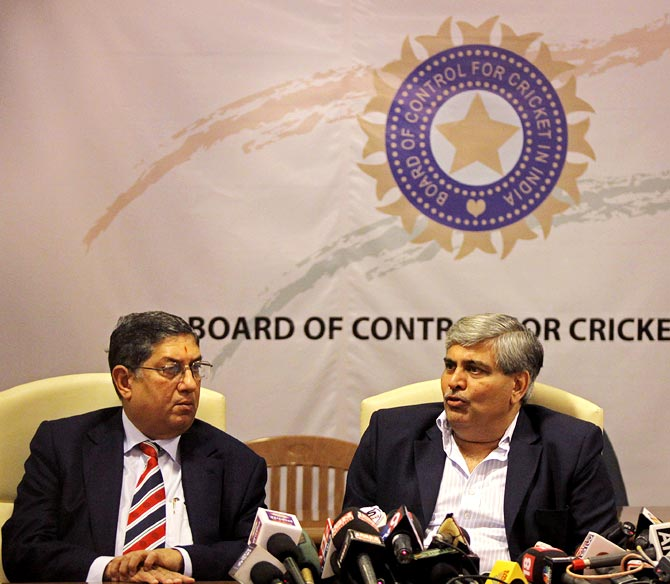 Former BCCI chief Manohar calls for suspension of IPL, CBI probe into fixing
