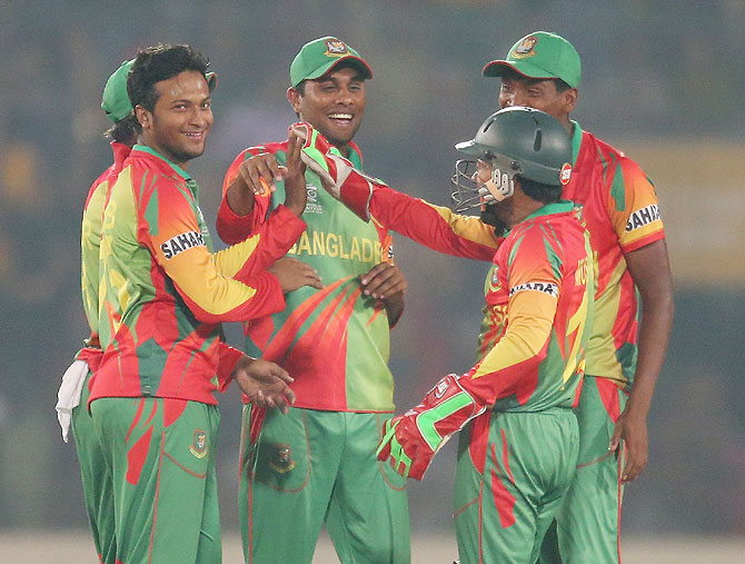 Shakib Al Hasan and Mushfiqur Rahim of Bangladesh celebrate a wicket