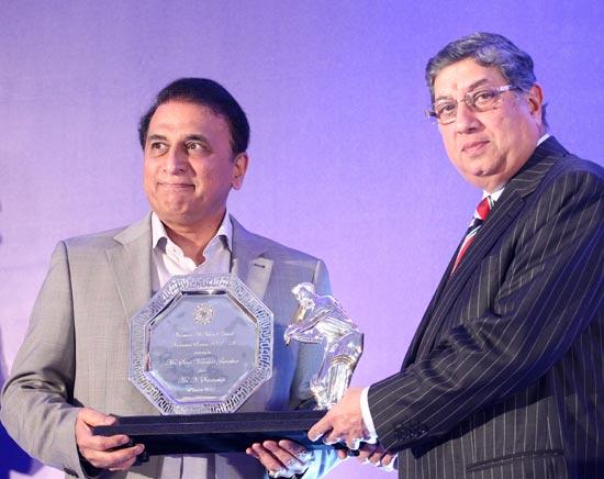 Former BCCI president N Srinivasan presents Sunil Gavaskar a momento