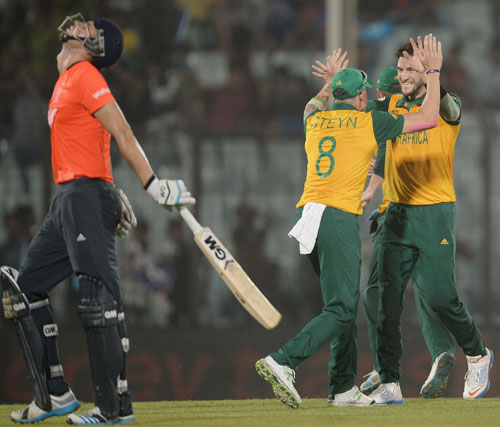 Wayne Parnell clebartes with Dale Steyn the dismissal of Alex Hales