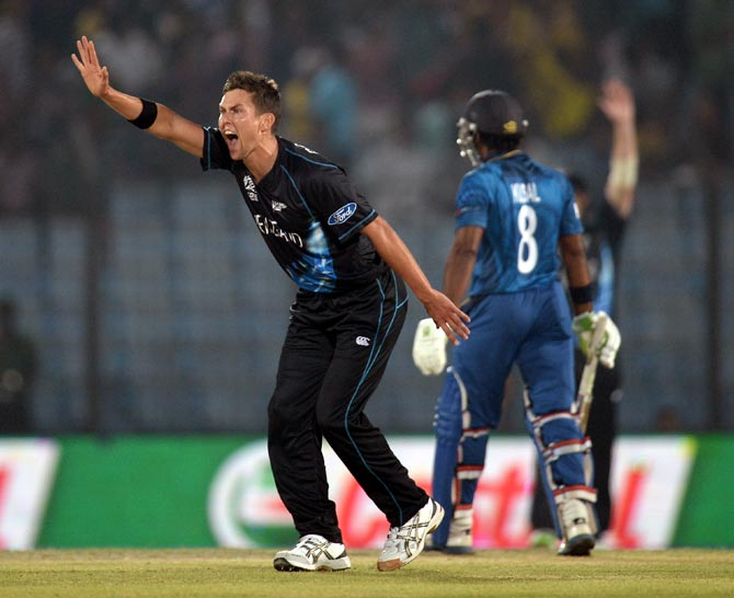 Trent Boult successfully appeals for the wicket of Kusal Perera
