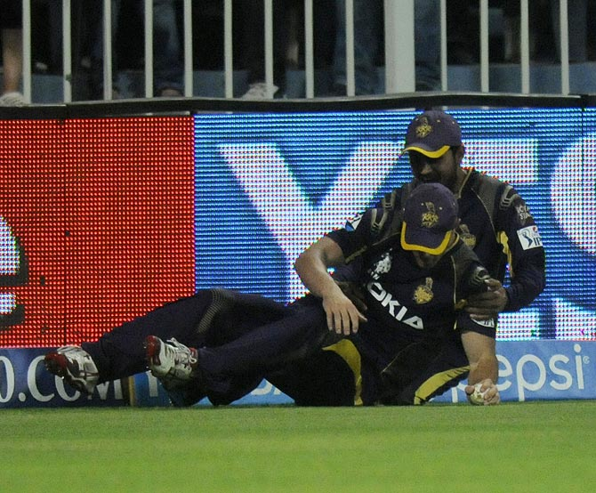 Chris Lynn (front) is congratulated by team mate Manish Pandey after taking the catch that dismissed AB de Villiers