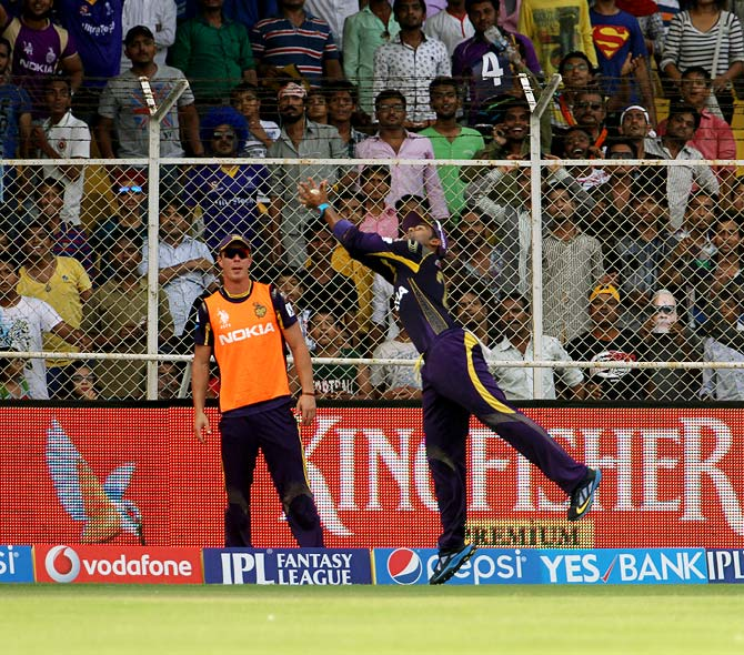 Surya Kumar Yadav takes the catch to dismiss Shane Watson