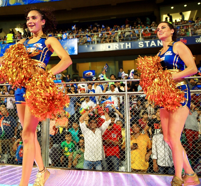 Mumbai Indians cheerleaders
