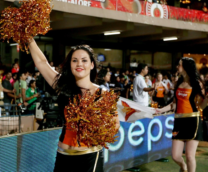 Sunrisers Hyderabad cheerleaders perform
