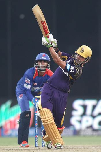 Gambhir powers Kolkata to easy win over Delhi