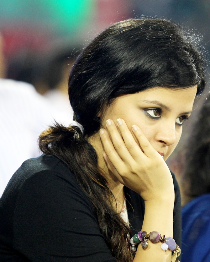 Sakshi Dhoni doesn't look happy with the outcome of the match