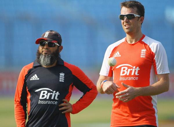 Mushtaq Ahmed and England's Graeme Swann during an England training session.