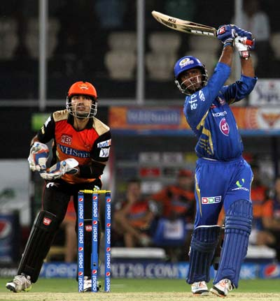 Mumbai keep hopes alive after clinical win over Hyderabad