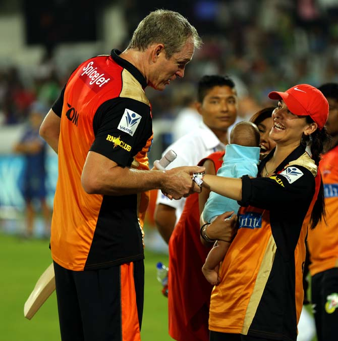 Sunrisers Hyderabad coach Tom Moody speaks to Shikhar Dhawan's wife Ayesha Mukherji