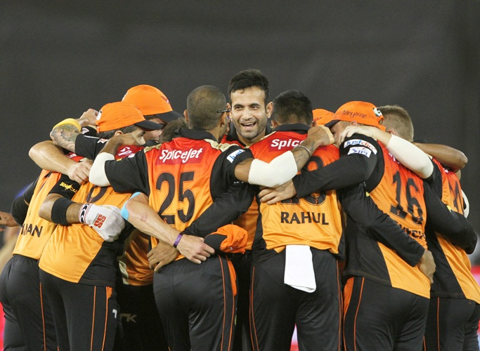 Sunrisers Hyderabad players in a huddle