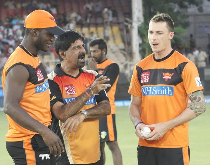 From left, Darren Sammy with Krishnamachari Srikkanth and Dale Steyn