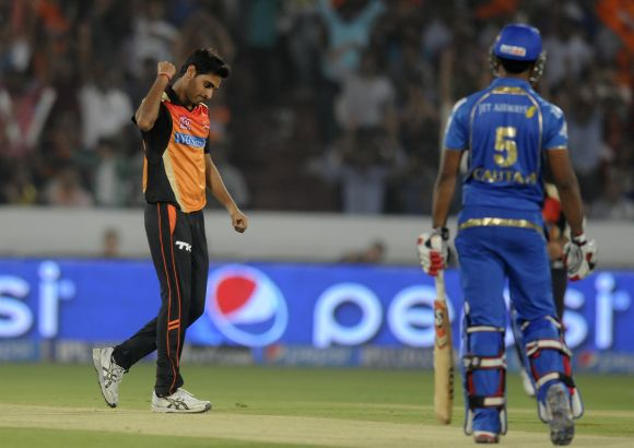 Bhuvneshwar Kumar celebrates after dismissing CM Gautam