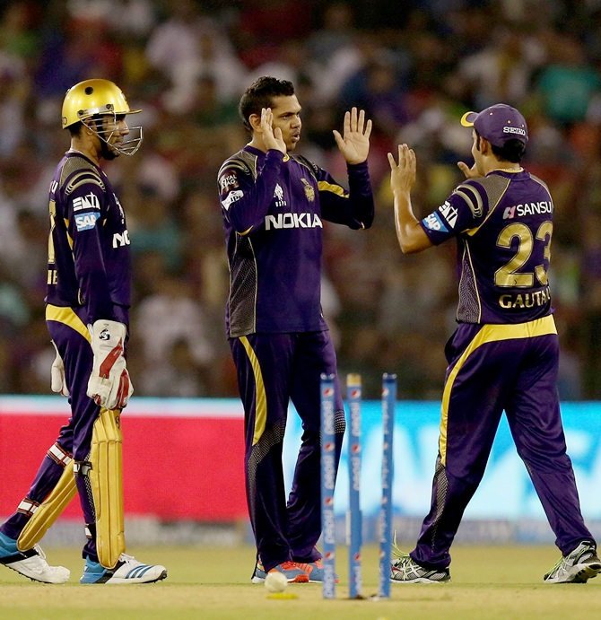 Sunil Narine is congratulated by Robin Uttapa and Gautam Gambhir after taking the wicket of Rohit Sharma