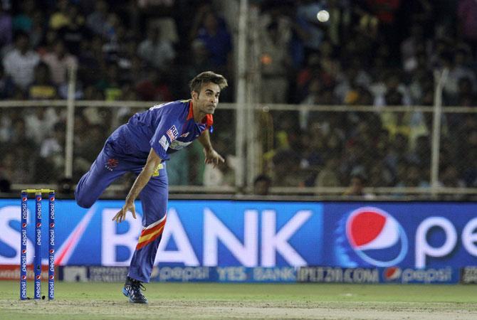 Delhi Daredevils' spinner Imran Tahir bowls