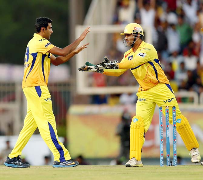 Chennai Super Kings captain Mahendra Singh Dhoni (right) with Ravichandran Ashwin