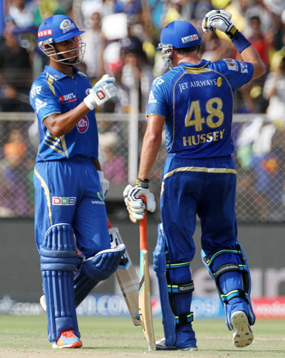 Lendl Simmons and Michael Hussey of Mumbai Indians