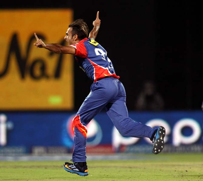 Imran Tahir celebrates the wicket of Glenn Maxwell