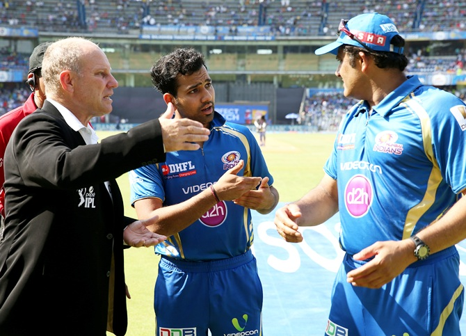 Match referee AJ Pycroft of Zimbabwe (left), Mumbai Indians captain Rohit Sharma and mentor Anil Kumble discuss Praveen Kumar's replacement.