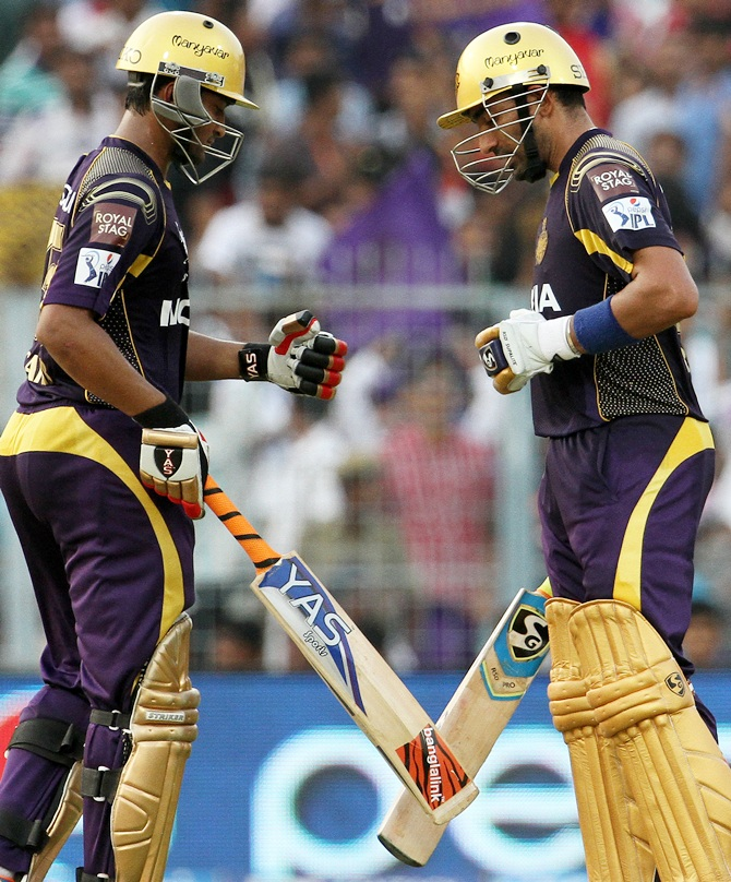 Robin Uthappa and Shakib Al Hasan celebrate their century partnership.